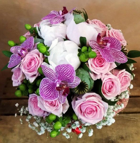 Con Fiori.Bouquet Con Fiori Di Phalaenopsis Giardino Fiorito Fiori