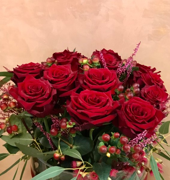 Mazzo Di Fiori 20 Euro.Rosa Rossa Giardino Fiorito Fiori Arezzo Consegna Fiori A